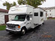 42 900  2008 Winnebago Outlook 29B